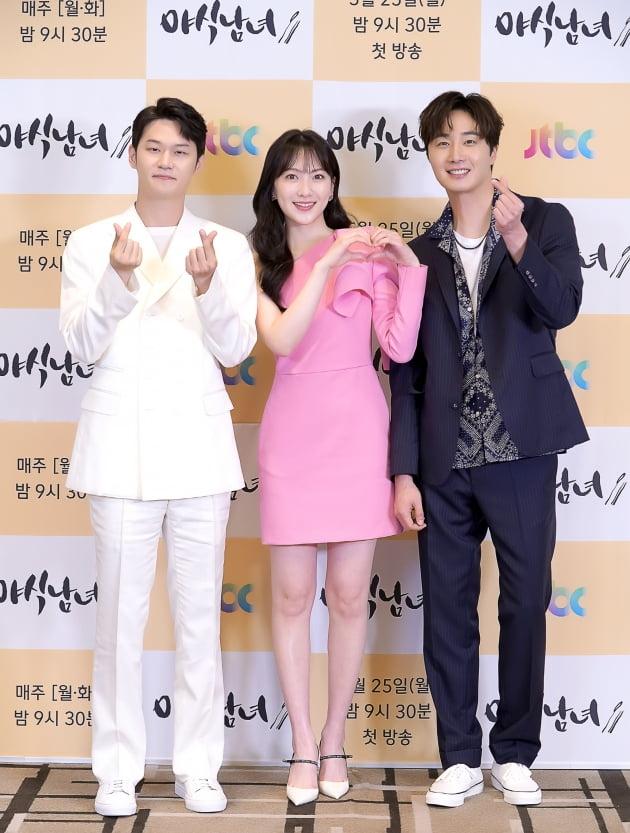 [TEN 포토] '야식남녀' 정일우X강지영X이학주, '야식 좋아'