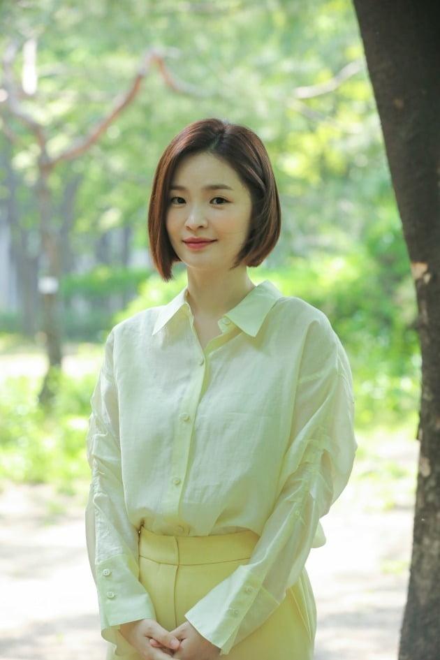 tvN 드라마 '슬기로운 의사생활'에서 율제병원의 신경외과 교수 채송화 역으로 열연한 배우 전미도. /사진제공=비스터스엔터테인먼트