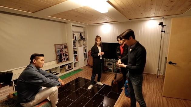 '유랑마켓' 조은숙이 남양주의 집을 공개했다. / 사진제공=JTBC