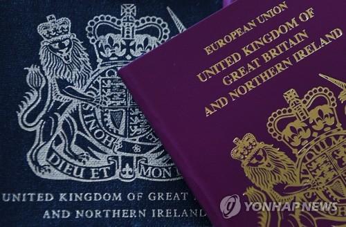 """영국 """"홍콩인 시민권 확대""""…홍콩보안법 강행에 '견제구'"""