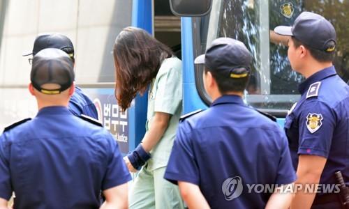 """고유정 재판 """"4살 남아 아빠에 눌려 사망?…가능성 없다"""""""