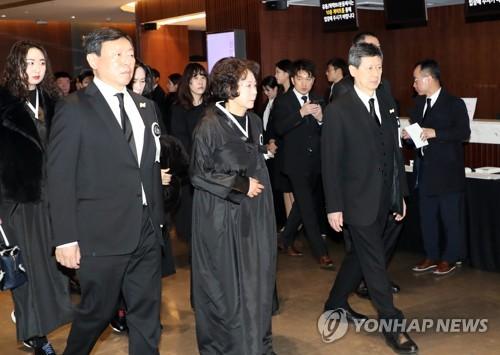 신영자·신동주, 롯데물산 상속지분 5.17% 전량 매도