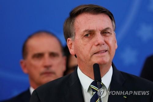 축구선수 코로나19 사망확률 낮다?…브라질대통령 리그재개 희망