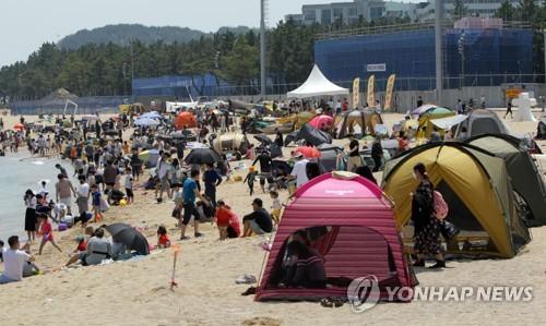 초여름 날씨 전국 해변·관광지 '들썩'…코로나19 해방감 만끽