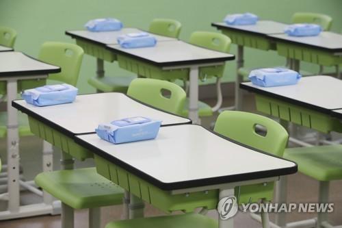 """초중고 등교 더 안 미룬다…""""클럽 감염 학교에 영향 크지 않아"""""""