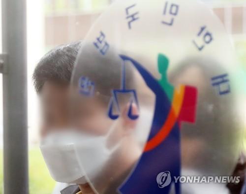 """법원, 이춘재 8차사건 현장체모 2점 압수영장 발부…""""감정 필요"""""""