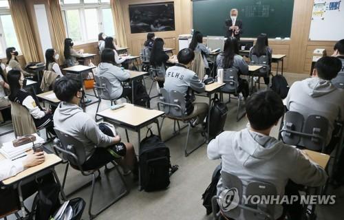 불안한 첫 등교…인천 66개교 원격수업 전환·127명 구급대 이송(종합2보)