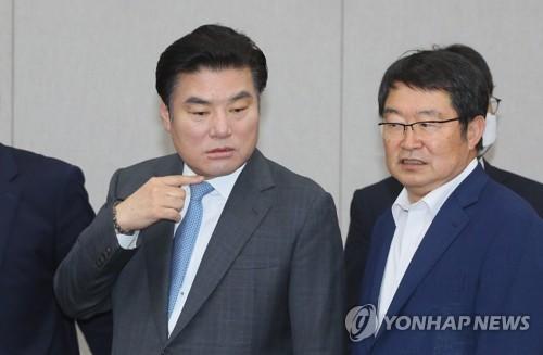 미래한국 내홍…당선인들 원유철에 조속합당 요구