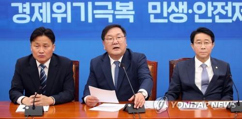 """민주, 윤미향 신중론 속 검찰에 """"굉장히 급속"""" 비판(종합)"""