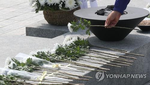노무현 전 대통령 서거 11주기…봉하마을 노란색 추모 물결