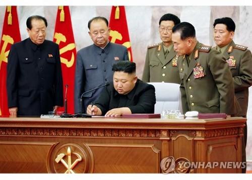 김정은, 군부 기강 잡으며 '핵억제력'으로 미국 압박하나