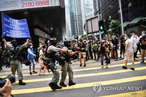"""홍콩보안법 시행되면…""""반중 인사 최장 30년 징역 처할 수도"""""""