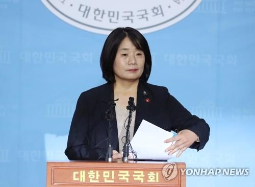 """[2보] 윤미향 """"국민께 심려 사죄…후원금 유용 않았다"""""""