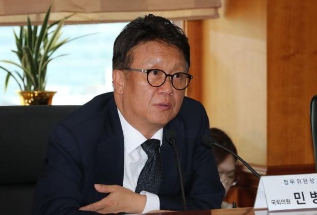 """민병두 더불어민주당 의원이 미래통합당을 향해 """"코로나19 이후 경제체제를 선도하면 길이 보일 것""""이라고 조언했다. /사진=연합뉴스"""