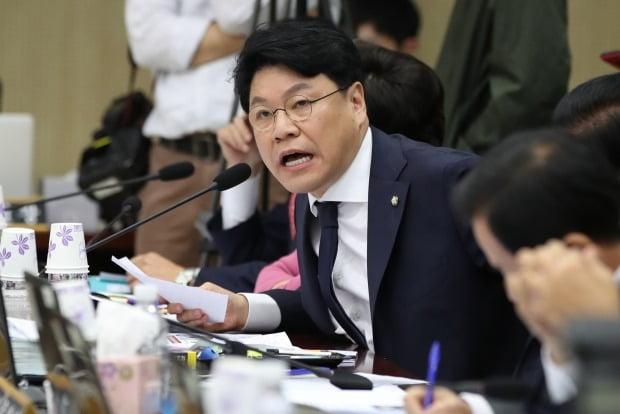 """장제원 미래통합당 의원이 김종인 비대위 체제에 대해 """"1년간 신탁통치를 받는다""""고 말했다. /사진=연합뉴스"""