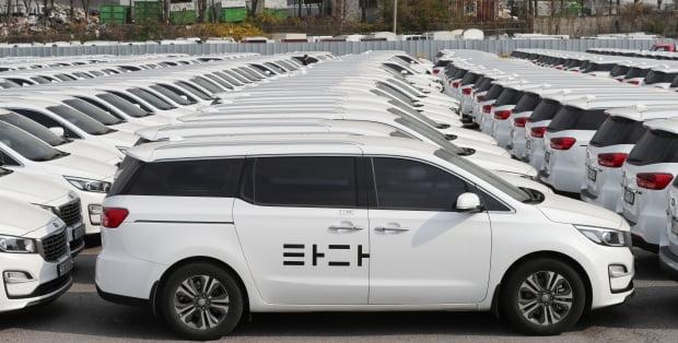 서울 서초구의 한 차고지에 중고차로 매각될 타다 차량들이 주차되어 있다. 사진=연합뉴스