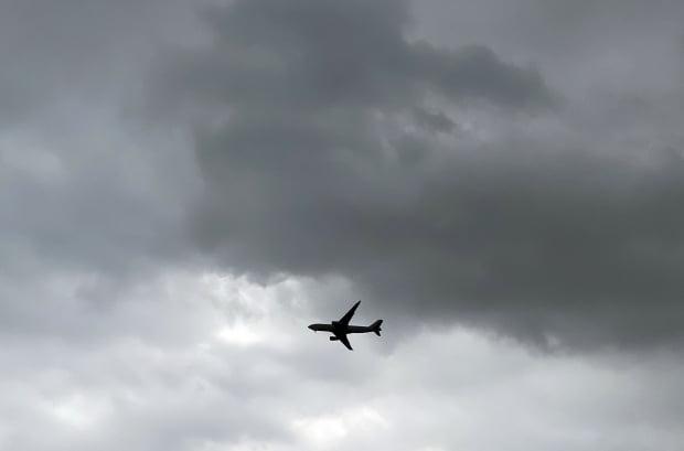 경남 전역에 5㎜ 안팎의 비가 예보된 19일 오전 경남 김해시청 하늘 위에 먹구름이 끼어있다. 사진=연합뉴스
