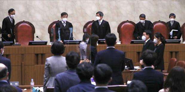 20일 오후 서울 서초동 대법원 대법정에서 전교조의 법외노조 통보 처분 취소 사건에 대한 전원합의체 공개변론이 열리고 있다. 사진=뉴스1
