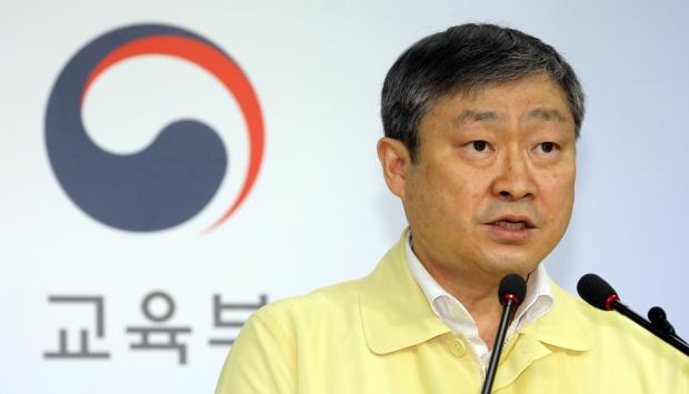 박백범 교육부 차관이 29일 정부세종청사에서 브리핑을 하고 있다. 사진=뉴스1