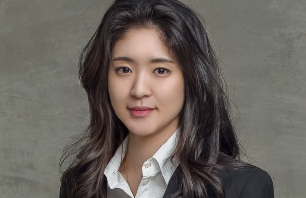 아모레와 보광 사돈 맺는다…서민정·홍정환 27일 약혼