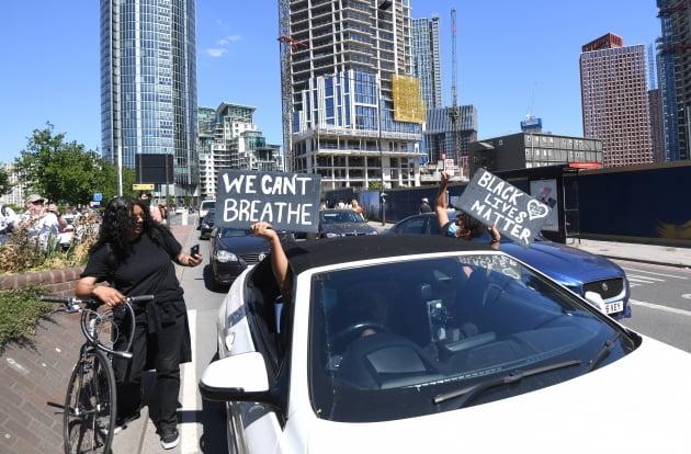 """""""숨쉴 수 없다""""…英까지 확산된 인종차별 항의시위"""