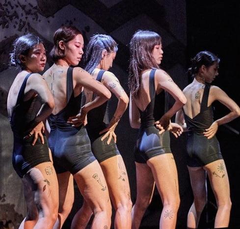 현대무용가 차진엽과 협업해 공연을 진행했다. (사진 = 인스턴트 타투)