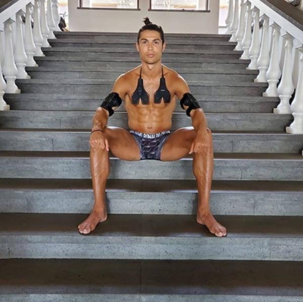 호날두는 지난달 16일 자신이 광고하는 식스패드를 착용한 사진을 인스타그램에 업로드했다/사진=호날두 인스타그램 캡처