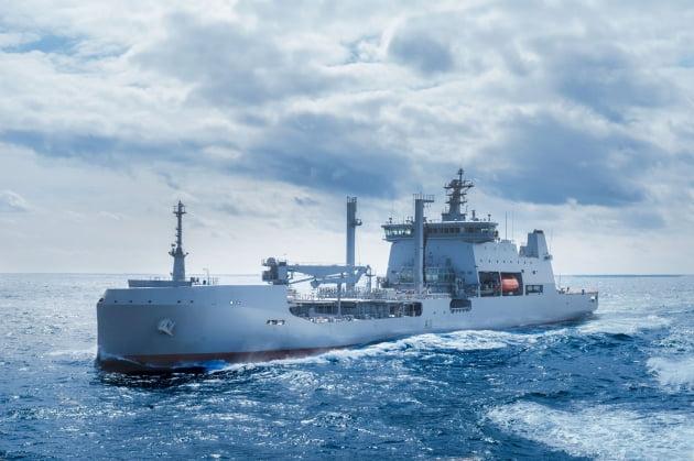 현대중공업 건조한 뉴질랜드 최대 규모 군수지원함 출항