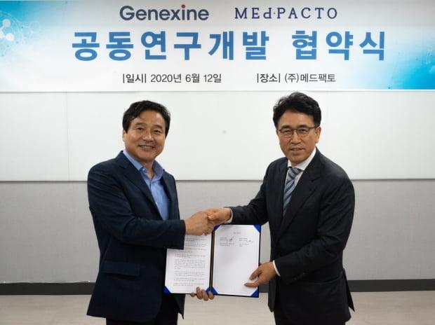 왼쪽부터 성영철 제넥신 회장과 김성진 메드팩토 대표.