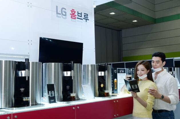 """LG가 왜 거기서 나와?""…국내최대 주류박람회 간 LG전자"
