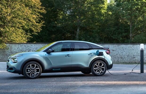 시트로엥이 소형 해치백 뉴 C4를 오는 30일 공개한다. 뉴 C4는 가솔린, 디젤, 전기차 모델을 지원한다. 사진=한불모터스