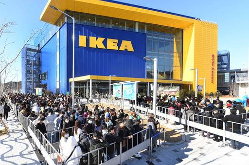 부산 기장군에서 열린 이케아 동부산점 오프닝 행사에서 소비자들이 입장을 기다리며 줄을 선 모습. [사진=이케아코리아 제공]