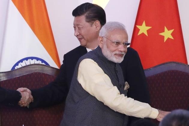 시진핑 중국 국가 주석과 나렌드라 모디 인도 총리 [사진=AP 연합뉴스]