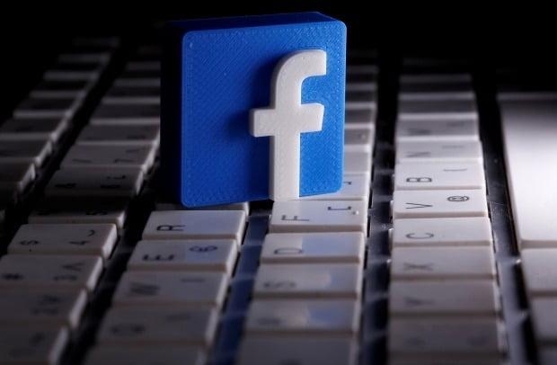 스타벅스, 코카콜라 등 글로벌 기업들이 잇따라 소셜미디어 광고를 중단하고 있다.  로이터연합뉴스