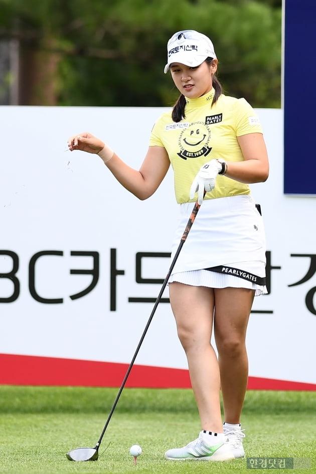 [BC카드·한경 레이디스컵 2020] 박현경, '신중한 바람 체크'