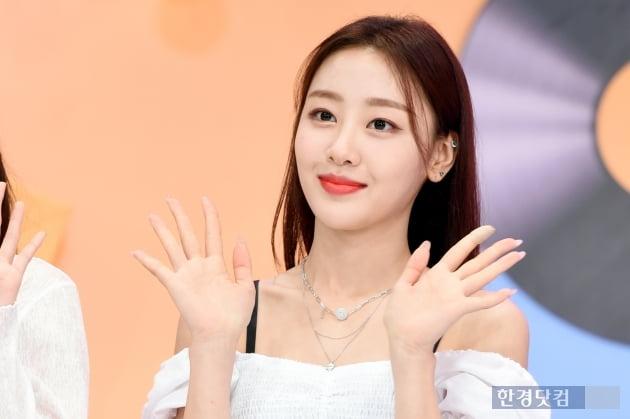 [포토] 이달의 소녀 이브, '사랑스러운 손인사~'