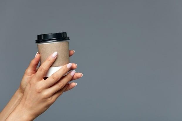 일회용 컵의 재활용률을 높이는 것을 목표로 하는 일회용 컵 보증금제도가 2022년 6월부터 시행된다./사진=게티이미지