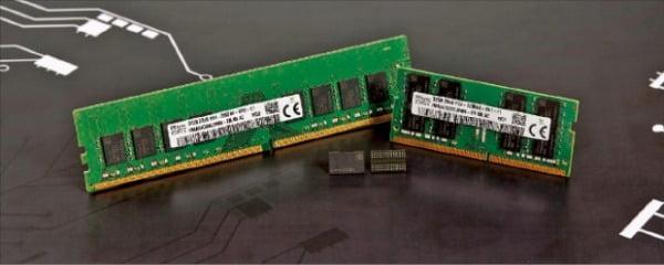 SK하이닉스는 지난해 10월 3세대 10나노급(1z) 미세공정을 적용한 16Gb DDR4 D램(사진)을 개발했다. 단일 칩 기준 업계 최대 용량인 16Gb를 구현했다.  SK하이닉스 제공