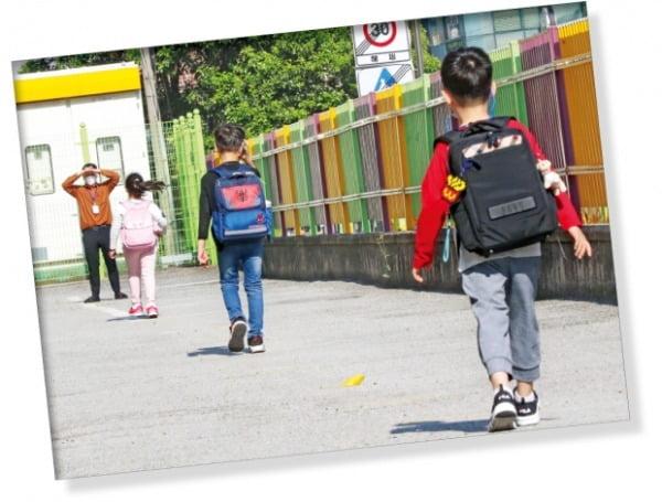 학교 가는 길도 '거리두기'