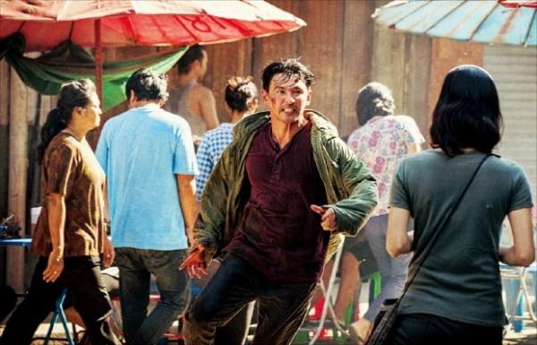 오는 8월 초 개봉하는 황정민·이정재 주연의 범죄 액션 영화 '다만 악에서 구하소서'.  CJ엔터테인먼트 제공