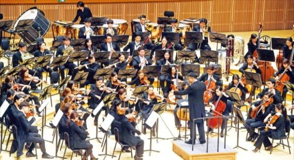 지난해 6월 서울 잠실 롯데콘서트홀에서 열린 한경필하모닉 오케스트라의 '호국보훈음악회'.  한경DB