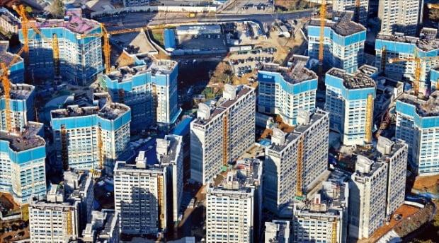 전국적인 아파트 청약 열풍으로 건설사들의 공공주택용지 확보 경쟁도 치열해지고 있다. 올해 공공주택용지 추첨에서 최고 경쟁률(290 대 1)을 기록한 인천 검단신도시 모습. /LH 제공