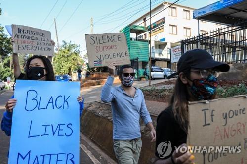 아프리카도 미 흑인사망 항의 시위…분노 표출