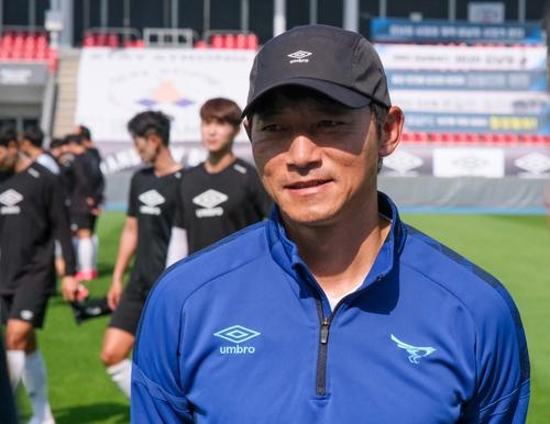 """까치군단 깨운 김남일의 한마디 """"초등학생 축구냐?"""""""