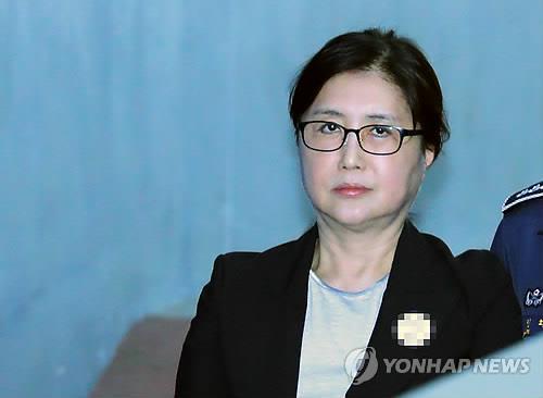 """최서원 """"박대통령 보좌하려 이혼하고 투명인간 됐다"""""""