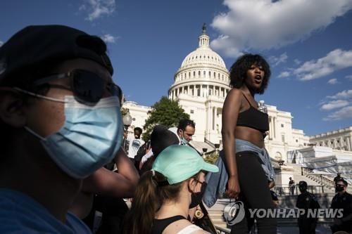미국서 13일째 흑인사망 항의시위…열기 여전하나 평화로워