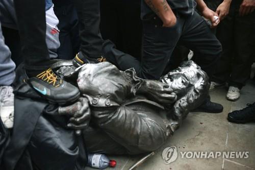플로이드 후폭풍…유럽 제국·인종주의 관련 인물 동상도 수난