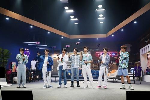 """75만명 본 BTS 온라인 콘서트…""""세계 최대 규모 유료공연"""""""