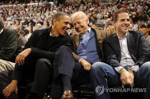 미 민주 '원투펀치' 드디어 공동출격…오바마·바이든 함께 모금(종합)