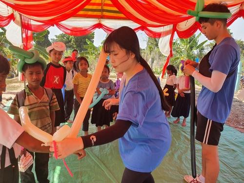 [#나눔동행] '다리 잃은 아이들을 보고는…' 캄보디아 신발천사 한택주